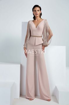 Mother Of The Bride Suits, Mother Of Bride Outfits, Classy Work Outfits, Stylish Outfits, Hijab Evening Dress, Evening Dresses, Suit Fashion, Fashion Dresses, Womens Fashion