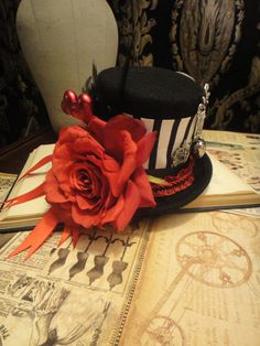 Alice - Wonderland Steampunk Wool Mini Top Hat Queen of Hearts Steampunk Halloween Costume Bridal Goth Wedding Hat Hair Fascinator Mad Hatter Party, Mad Hatter Tea, Mad Hatters, Steampunk Halloween Costumes, Halloween Kostüm, Steampunk Top Hat, Steampunk Wedding, Steampunk Fashion, Victorian Fashion