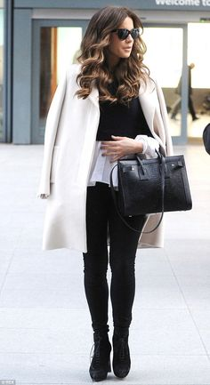Don't strain yourself! Kate Beckinsale left an epic trail of suitcases after landing at Heathrow on Monday, where she carried nothing more than a designer handbag