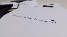"""La invitación de boda de Nuria y Miguel, """"Polos opuestos"""". Visita nuestra web para ver su historia de amor y el resto de las fotos. http://wedding.bubblebu.com/portfolio-item/polos-opuestos/ -Detalle parte trasera corazón"""