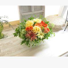 生のお花からチカラをもらう時間。 イキイキ きらきらしたものが、レッスンの間みんなの間を浮遊してました〜。✨ レディエマハミルトン、スペード‥今回の薔薇達は優しい香り。  次回フレッシュレッスンは 6月27日10時30分〜 6月28日14時〜 初夏のお花達を束ねてブーケを楽しみます。ブーケだとね、この季節もお花持ちがいいんです♪ たっぷりお花の気を浴びて、身も心もキレイになりましょ。  空きがありますので、飛び入り参加待ってます♪ 花材レッスン代 5000円 DMもしくはお電話にてご連絡くださいね。お待ちしております!  フラワー花手箱 0752013640  #フラワー花手箱#レッスン#フレッシュフラワーレッスン #花活#花女子
