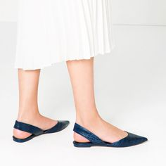 Get the must-have flats of this season! These Zara Navy Blue Embossed Slingback Flats Size US Regular (M, B) are a top 10 member favorite on Tradesy. Slingback Flats, Slingbacks, White Pumps, Only Shoes, Vintage Shoes, Beautiful Shoes, Shoe Collection, Summer Shoes, Designer Shoes