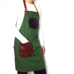 This apron is made of modern and durable materials - canvas and decorated with items made of leather. Presented as an example model apron, universal for bartenders and waiters. The apron is made in such a combination of materials, a very strong and durable, it is convenient to move, sit and work. This apron will make the work comfortable and functional. Product size photo - 77 x 60 cm. Each apron is made to order, because all the clients wishes will be taken into account. For ordering…