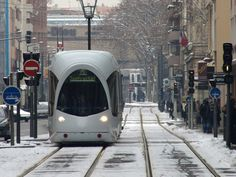 Photo tramway neige à Lyon
