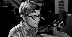 Vera Rubin, the Nobel Prize, and why, despite discovering dark matter, she didn't win one. (2017-01-04 NYTimes)