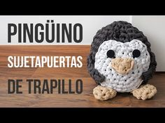 Pingüino sujetapuertas de trapillo - YouTube