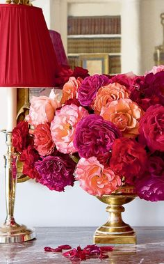 What a stunning arrangement and easy to duplicate with our Pedestal Bowl. uchicdecor.com