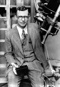 He discovered Pluto 85 years ago. Now his ashes are soaring past it: http://ow.ly/PDdqC