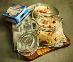 Nakládaný hermelín s ořechy