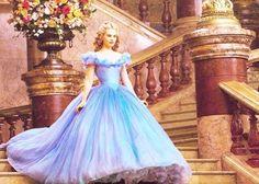 実写版シンデレラみたい♡思わず見惚れる程美しいブルーのカラードレス11選*のトップ画像