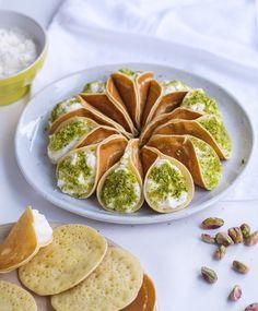 Katayef Recipe, One Bowl Cake Recipe, Middle East Food, Middle Eastern Desserts, Arabic Dessert, Arabic Sweets, Arabic Food, Ramadan Desserts, Ramadan Recipes