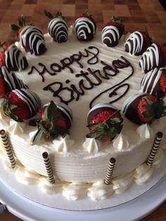 Hottest No Cost fruit cake icing Concepts - yummy cake recipes Strawberry Vanilla Cake, Strawberry Birthday Cake, Vanilla Bean Cakes, Strawberry Cobbler, Vanilla Cupcakes, Food Cakes, Cupcake Cakes, Sweets Cake, Baking Cupcakes