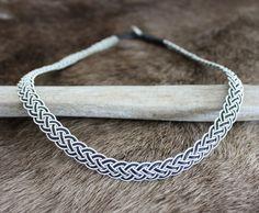 I make and sell Sami bracelets. Jag tillverkar och säljer tennarmband.