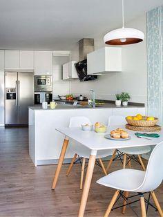La maison lumineuse d'une influenceuse espagnole Kitchen Interior, Kitchen Decor, Room Kitchen, Dining Room, Studio Apartment Decorating, Minimalist Kitchen, Modern Interior Design, Home Living Room, Sweet Home
