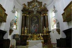 Der neue Altar und Ambo