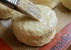 brushing scones with egg and buttermilk Best Pie Crust Recipe, Best Scone Recipe, World Recipes, Tea Recipes, Tea Scones Recipe, Afternoon Tea Scones, Irish Scones, Raisin Scones, Baking Scones