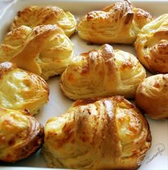 Two cheese croissant baskets Cheese Croissant, Romanian Food, Romanian Recipes, Pretzel Bites, Baked Potato, Cooking Recipes, Lunch, Bread, Baking
