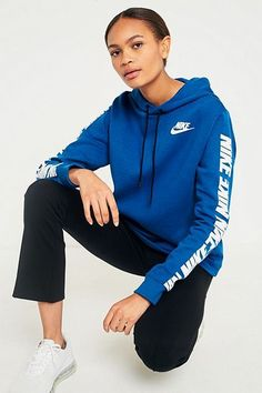 Nike Outfits, Sporty Outfits, Nike Sportswear, Winter Mode Outfits, Winter Fashion Outfits, Hoodie Sweatshirts, Pull Fila, Legging Bleu, Urban Outfitters