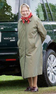 PHOTO The Queen Rolls In A Range Rover Wearing Hoodie