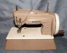 Vintage Singer 22851 Miniature Child's Metal Sewing Machine