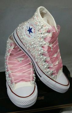 Converse - novia zapatillas - Bling & perlas Custom Converse zapatillas de deporte - novia Chuck Taylors-boda zapatillas - Converse hochzeit-novia de la boda - Tesettür Ayakkabı Modelleri 2020 - Tesettür Modelleri ve Modası 2019 ve 2020 Bedazzled Converse, Converse Heels, Mode Converse, Converse Wedding Shoes, Wedding Sneakers, Custom Converse, Prom Shoes, Custom Shoes, Leather Converse