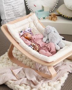 Baby girl nursery accessories - In the first month . Baby girl nursery accessories – In the first few months, your ba Baby Boy Rooms, Baby Bedroom, Baby Room Decor, Baby Cribs, Baby Room Ideas For Girls, Baby Girl Bassinet, Babies Rooms, Baby Bedding, Baby Must Haves