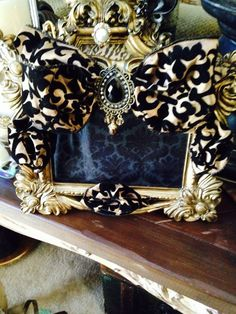 Crystal MemorIes by Prettyblingthings Unique Photo Frames, Mirrored Picture Frames, Picture Frame Decor, Mirror Painting, Painting Frames, Decorative Items, Decorative Frames, Cute Frames, Bottle Candles