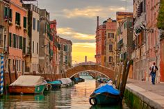 Venice.......I love it so. A place that makes everybody a romantic and a photographer. It is food for the soul, and an embrace for you heart.