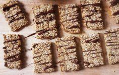 Quinoa Sesame Snaps. Gluten Free, Dairy Free & Vegan. Recipe on www.thelittlegreenspoon.com