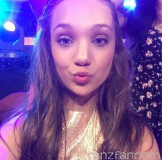 Maddie Ziegler made a public appearance at the Nickelodeon Kid's Choice Awards 2015 [2015]