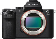 Introducing the Sony IV mirrorless camera. This addition to the Sony mirrorless family features a powerful and huge full-frame sensor. Sony Alpha 7 Ii, Distance Focale, Digital Lenses, Type E, Video 4k, Carte Sd, Best Dslr, Dslr Photography Tips, Digital Cameras