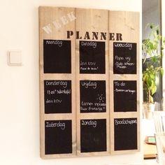 Leuk uniek steigerhouten wandbord/weekplanner! Gezien bij WoodBrand.nl