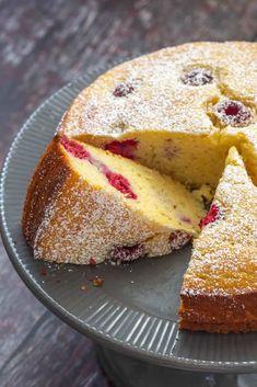 Ricotta Cake with Raspberries and Lemon Ricotta Dessert, Lemon Ricotta Cake, Ricotta Pie, Italian Cream Cakes, Italian Desserts, Italian Recipes, Raspberry Lemon Cakes, Cupcake Cakes, Cupcakes