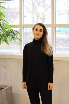 IIS WOODLING–KATHLEEN POLO TOPP | METTE HAGEN Spandex, High Neck Dress, Turtle Neck, Polo, Sweaters, Dresses, Fashion, Turtleneck Dress, Polos