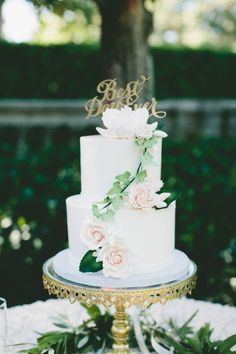 Pretty sugar flowers: http://www.stylemepretty.com/california-weddings/calistoga/2015/07/02/elegant-intimate-napa-valley-summer-wedding/ | Photography: Onelove Photography - http://www.onelove-photo.com/