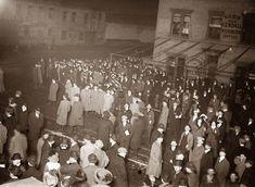 Crowd awaiting TITANIC survivors