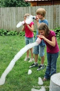 DIY bubble blowers made from plastic bottles, an old sock and a rubber band. #PaddlePakKidsSummer