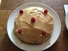 Cake met koffieglazuur.