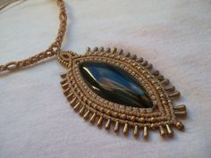 Hawk eye crimped in macrame necklace made whit resistant waxed thread and brass beads. Macrame Colar, Macrame Dress, Macrame Necklace, Macrame Jewelry, Pendant Necklace, Hawk Eye, Micro Macramé, Wrapping, Wax
