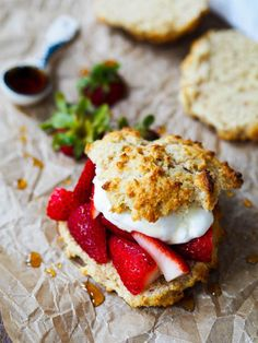 The perfect balance of breakfast and dessert food. The buttery, whole grain biscuits are sweetened just the right amount. Savory Breakfast, Breakfast Dishes, Healthy Breakfast Recipes, Brunch Recipes, Dessert Recipes, Dessert Food, Healthy Desserts, Delicious Desserts, Healthy Recipes