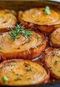 These Marinated Slow Roasted Onions get soft and creamy on the inside and caramelize on the outside roasting in a bath of red wine vinegar, brown sugar and spices. Vegetable Side Dishes, Vegetable Recipes, Vegetarian Recipes, Cooking Recipes, Healthy Recipes, Cooking Games, Roasted Onions, Roasted Vegetables, Veggies