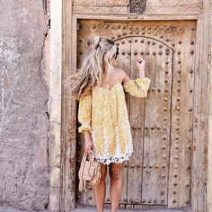 Beautiful doorways in the winding streets of the Medina in Marrakech  Sharing more moments from Morocco with @allisonkuhl over on @dametraveler #Carajourdantravel