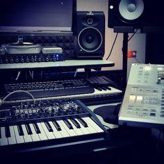 Always grinding. Find my Pro Quality Beats at www.Beatzunami.com  #rap #realrap #rappers #rapper #realhiphop #hiphopmusic #hiphoplife #studioflow #homestudio #beats #arturia #maschinestudio #yamaha #studiosession
