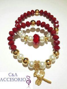 Pulsera Mujer, con murano rojo, perlas de rio, balines dorados y dije dorado motivo de libélula.
