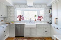 Transitional Kitchen by Kate Roos Design LLC Transitional Living Rooms, Transitional Kitchen, Transitional Decor, Kitchen And Bath, Kitchen Decor, Kitchen Design, Kitchen Ideas, Countryside Kitchen, Bungalow Kitchen