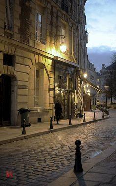 Ile de la Cité, Place Dauphine, Paris. This reminds me of the Aristocats :)