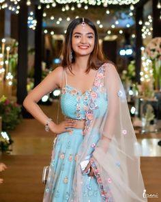 Teen Actresses, Indian Gowns, Indian Outfits, Long Sleeve Evening Dresses, Saree Blouse Patterns, Bollywood Actress Hot Photos, Beautiful Girl Photo, Celebrity Look, Girl Poses