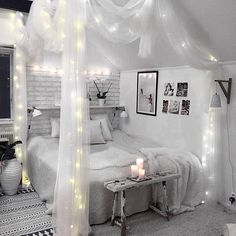 Bedroom: white, light grey with black accents