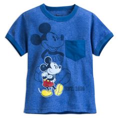 This cool short sleeve T-shirt features a classic Mickey Mouse in distressed style artwork! With a front pocket design, it also features the wording 'EST. 1928.'