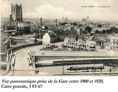 La municipalité précédente avait décidé de placer le monument place Victor Hugo à l'emplacement de la fontaine Sainte Aldegonde qui aurait été démolie. Mais cette idée fut vite abandonnée suite aux protestations de la Commission des Monuments historiques et des Antiquaires de la Morinie. Les membres de la commission estiment que l'emplacement du square de la Gare est le plus favorable.